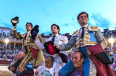 Garrido, rotundo en Cuenca, comparte puerta grande con El Juli y Miguel Ángel Perera