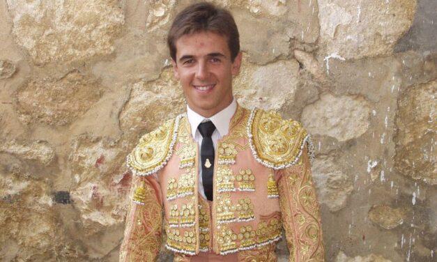 Aníbal Ruiz reaparece de luces por un día