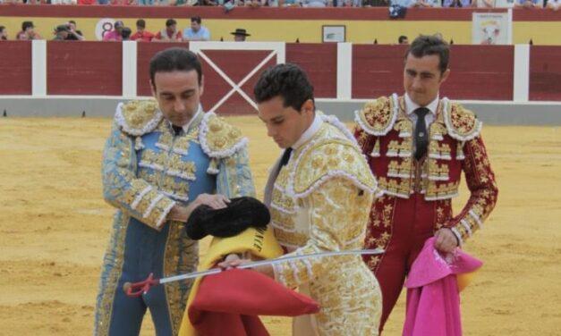 A hombros la terna y el mayoral de Guadalmena en Cehegín