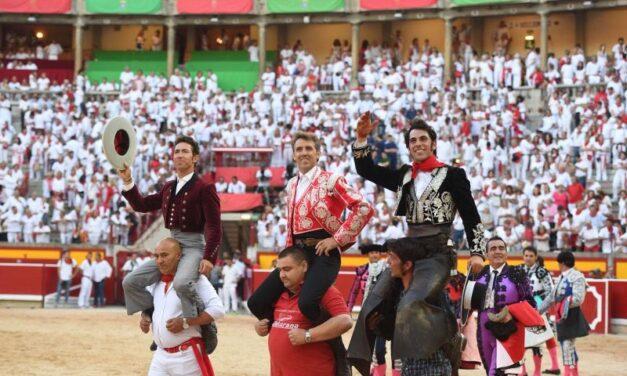 Triple puerta grande en el festejo de rejones en Pamplona