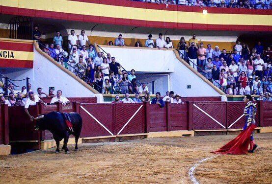 Indulto de Fandi, a hombros con Ventura, Castella y el ganadero