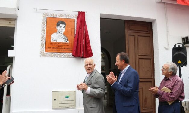Chiclana homenajea a su paisano Emilio Oliva