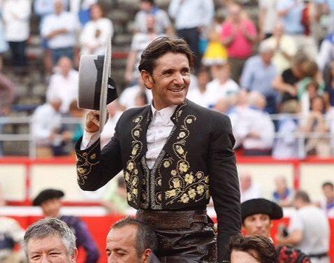 Revolución de Ventura en Santander, dos orejas y puerta grande