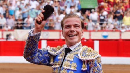 Oreja para Cortés y vuelta al ruedo para Román en Santander