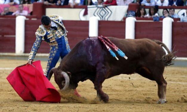 Los toros y los aceros lastran la primera tarde de figuras en Valladolid