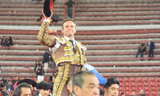 Un inspirado Ferrera cautiva en La México y abre la puerta grande