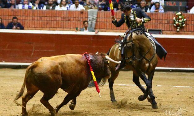 Ventura y Garibay, ovacionados en el festejo de Morelia