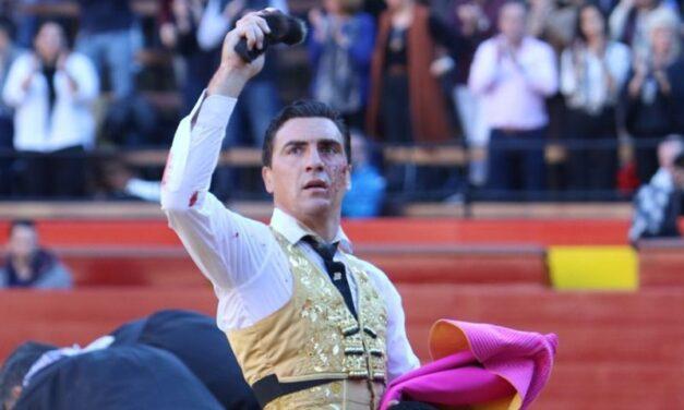 Emocionante debut de Chacón, oreja y susto en Valencia