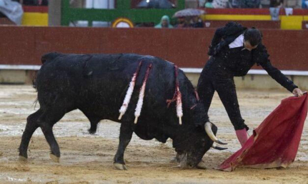 Gesta y toreo del bueno bajo la lluvia en el cierre de Castellón