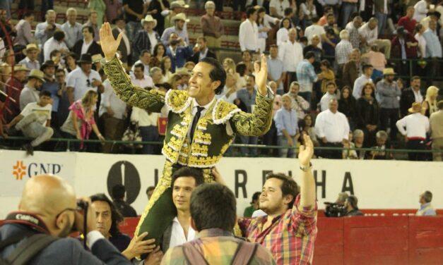 """Alfredo Ríos """"El Conde"""", dos orejas en Guadalajara"""