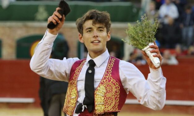 Borja Collado completa la novillada de la Virgen en Valencia