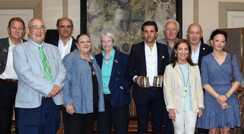 Diego Ventura, con aficionados británicos del Club Taurino de Londres, y Pablo Lozano (apoderado).