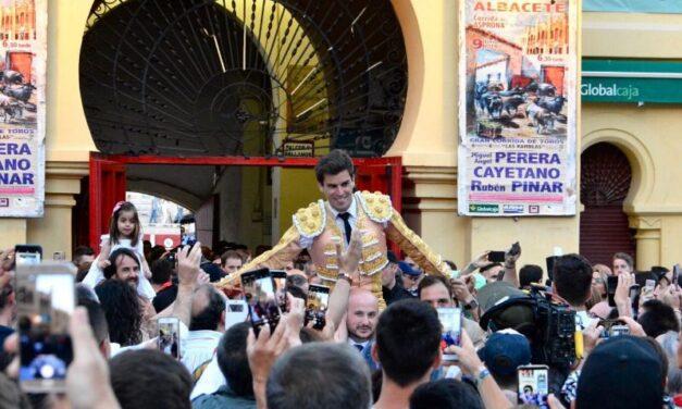 Rubén Pinar, séptima puerta grande consecutiva en Albacete
