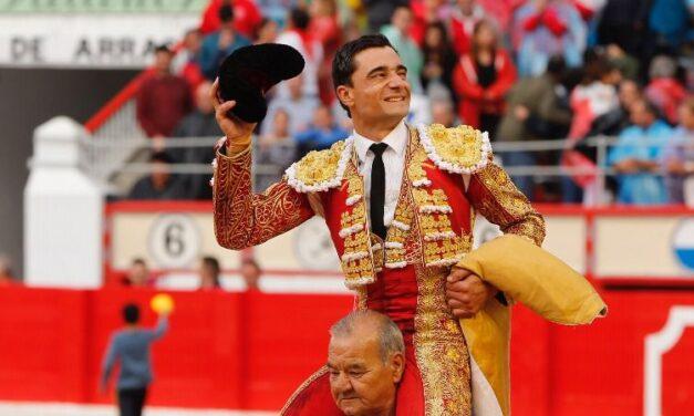 Paco Ureña cierra la Feria de Santiago por la puerta grande