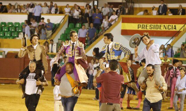 Indulta Perera, a hombros con Ventura y Fandi en Estepona