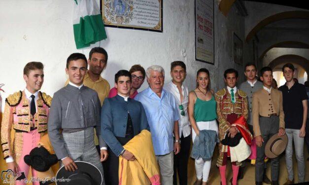 Antonio Pérez ya tiene un azulejo en el coso de San Fernando