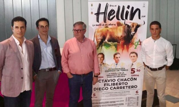 Chacón, Filiberto y Carretero, con miuras en Hellín