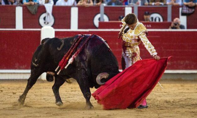 Albacete: una gran corrida de Torrestrella y tres valientes