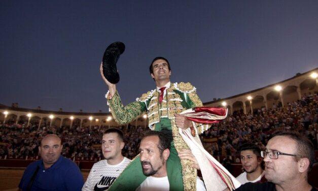 Gran faena de Emilio de Justo, puerta grande de ley en Albacete