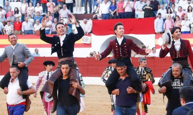 Andy, Ventura y Leonardo, a hombros en Zafra