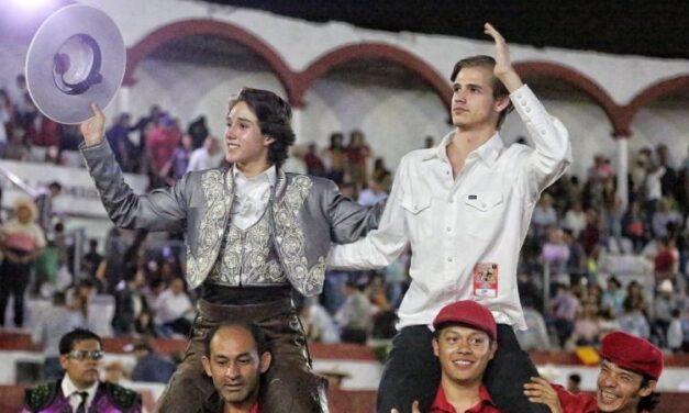 Tarik Othón, tres orejas en la Corrida de la Revolución