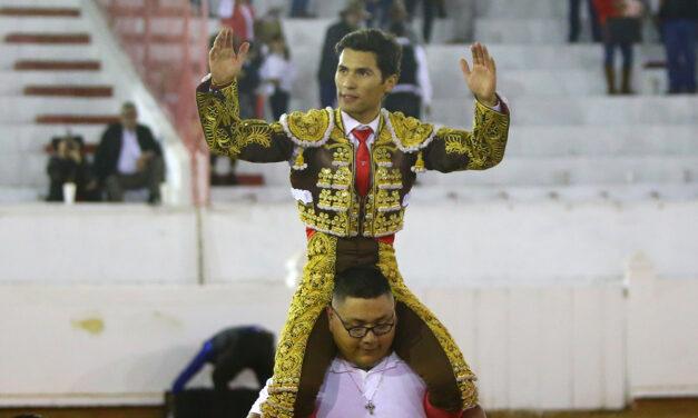 Francisco Martínez, a hombros en San Miguel de Allende