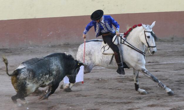 Guillermo Hermoso de Mendoza triunfa en Etzatlan