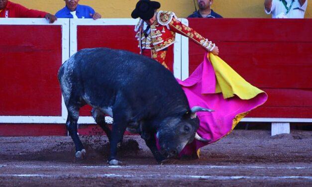 Miguel Aguilar y Arturo Gilio, ovacionados en Aguascalientes