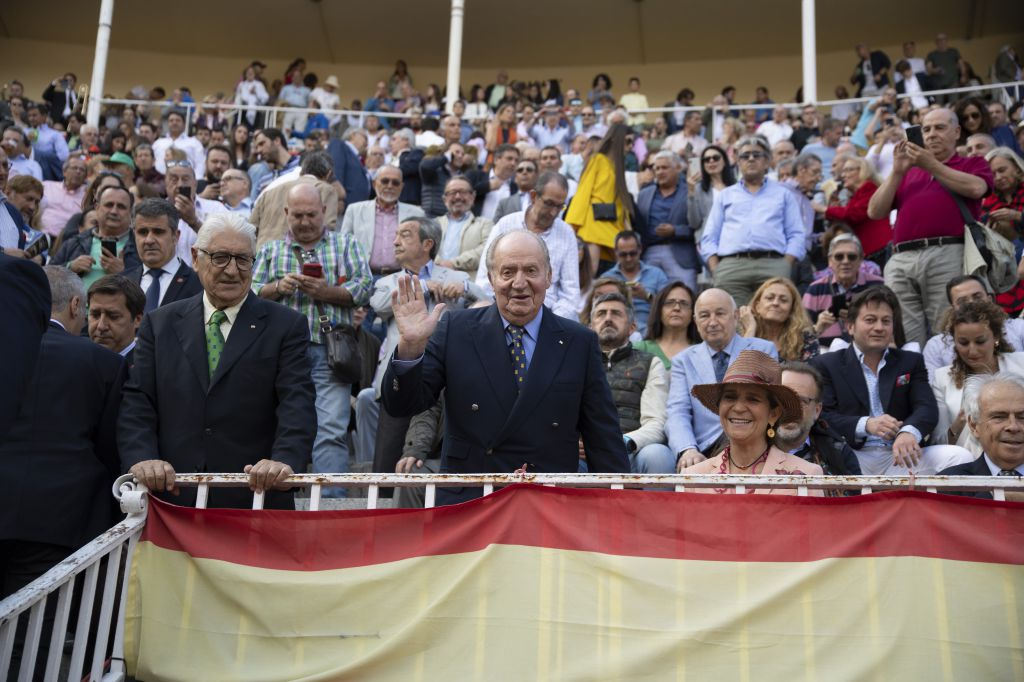 El Rey Don Juan Carlos y la Infanta Elena