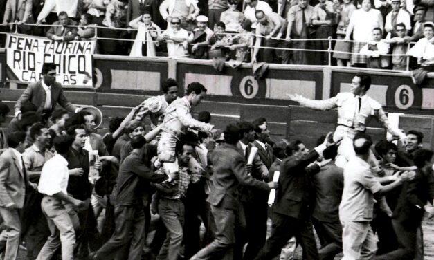El día en que Sevilla conquistó Madrid: Puerta, Camino y Romero, a hombros con el mayoral de Benítez Cubero
