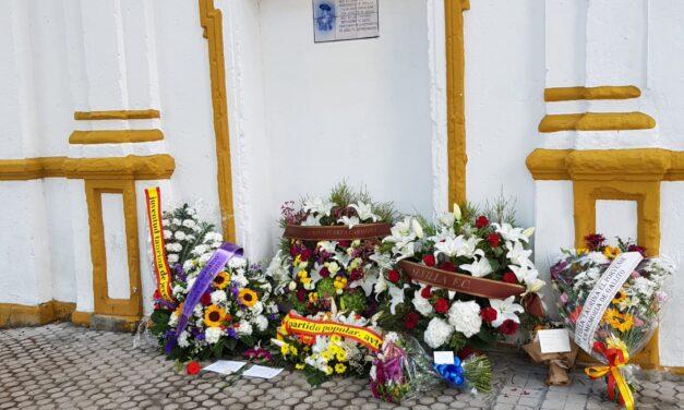 Flores en el último vestigio gallista de la Monumental de Sevilla