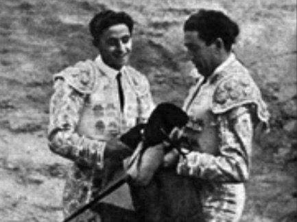 Parrita doctora a Juan Posada en la isidrada de 1952