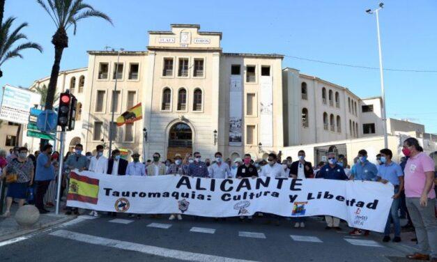 Alicante y Málaga también se echan a las calles
