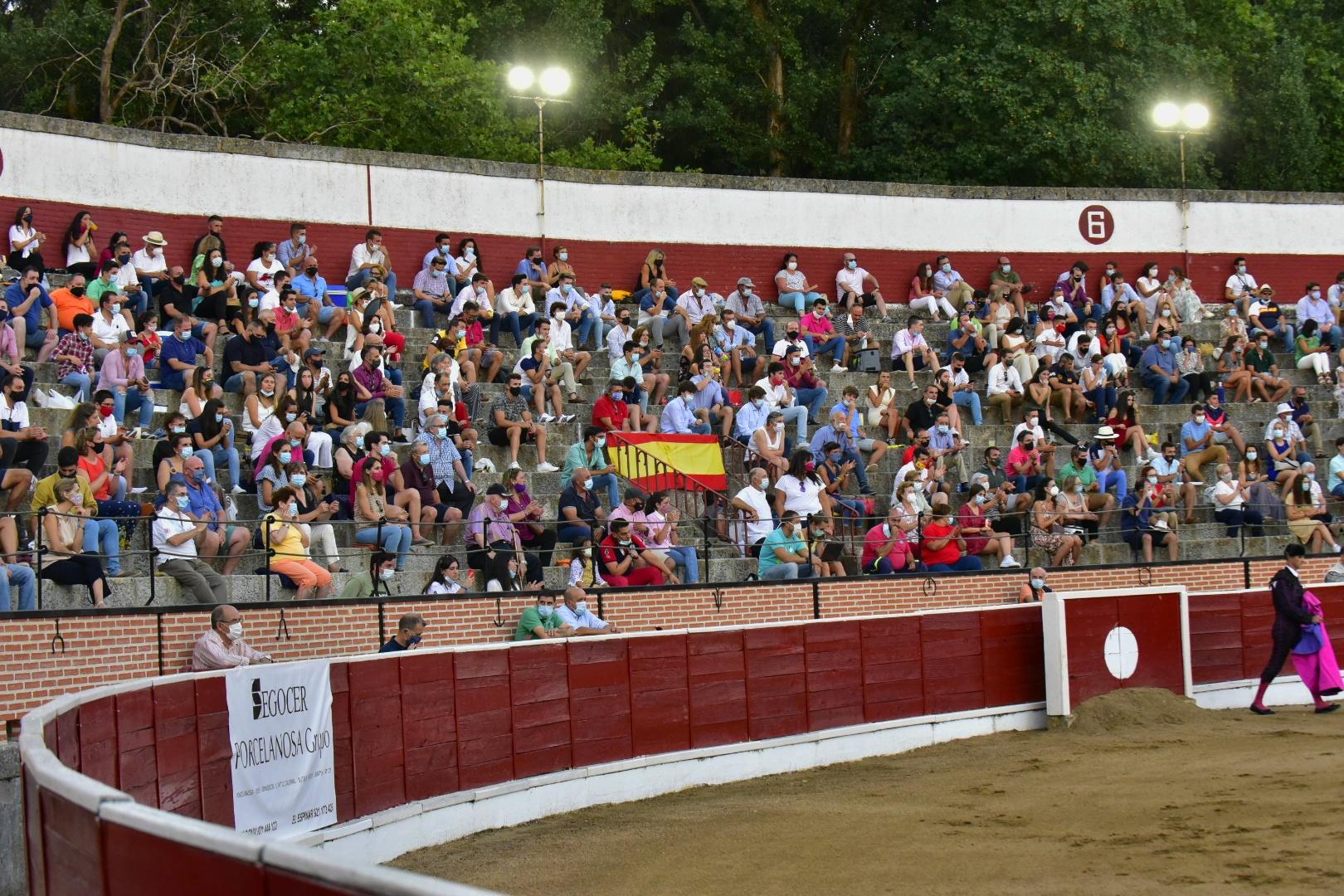 Aspecto de los tendidos de la plaza de toros de El Espinar el pasado 8 de agosto.