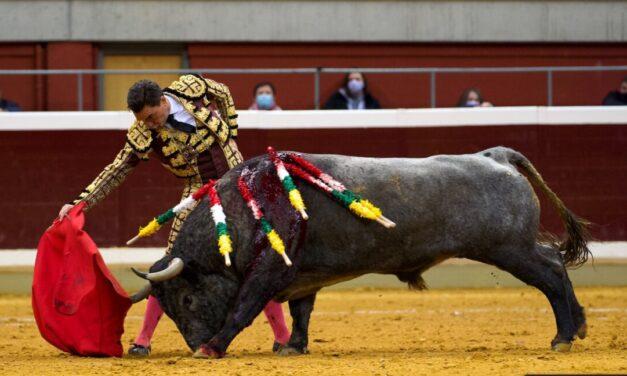 Chacón, única oreja en la victorinada de Logroño