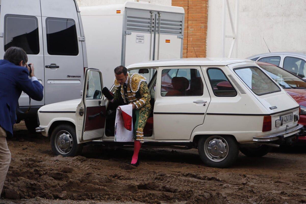 Ferrera llegó y se fue de la plaza conduciendo su propio coche
