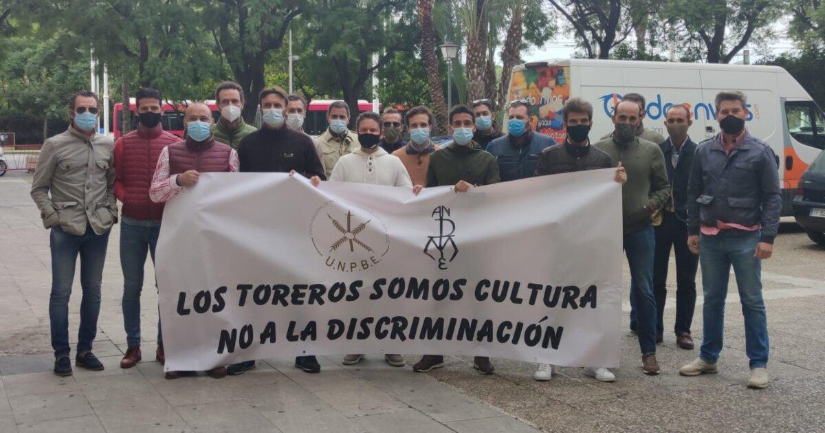 Los profesionales taurinos, frente a los juzgados de Sevilla