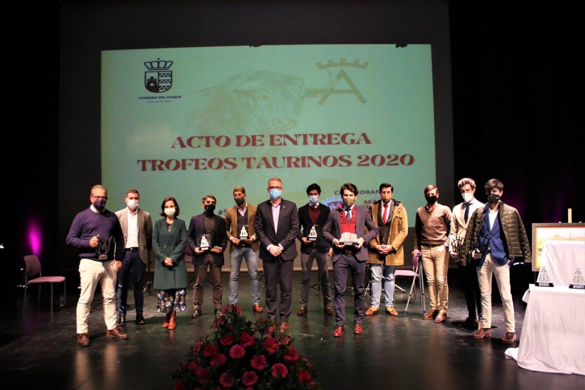 Herrera del Duque entrega sus trofeos a los triunfadores de la temporada