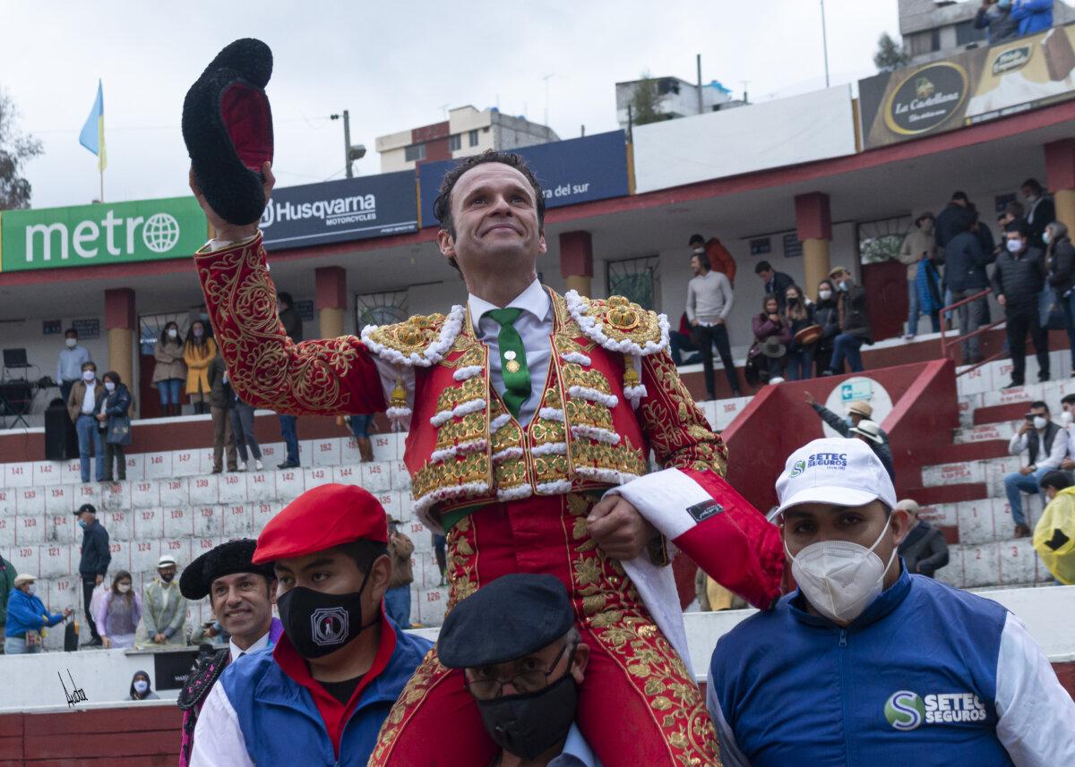 Ferrera indulta a Forastero, de Triana, en el inicio de la Feria de Latacunga
