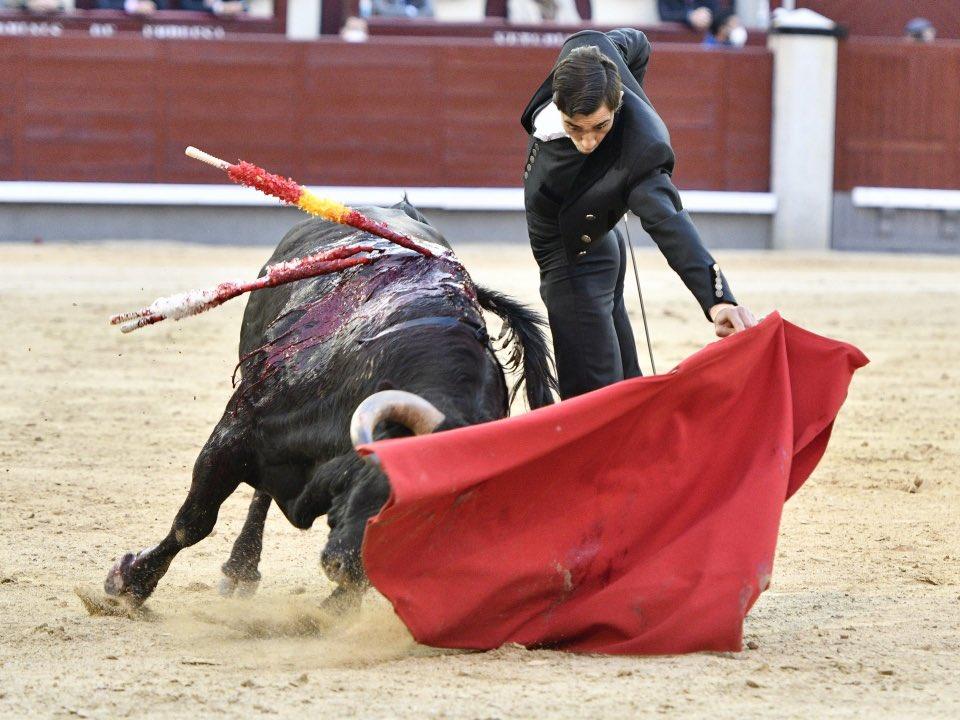 Ureña dona los honorarios del festival de Madrid al Club Taurino Lorca