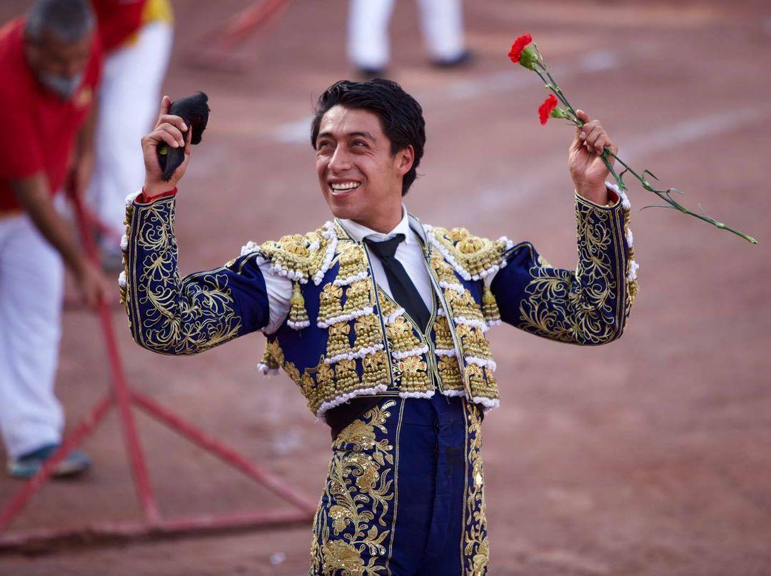 Solitaria oreja de Sergio Flores en Ciudad Lerdo