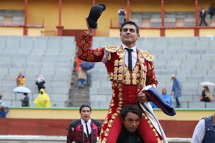 Gerardo Rivera, a hombros en Apizaco