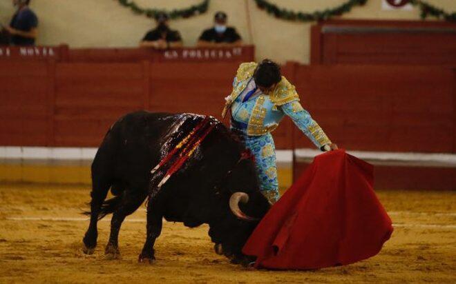"""""""Valor es obligar a embestir un toro al ritmo que marcan las muñecas del torero"""""""