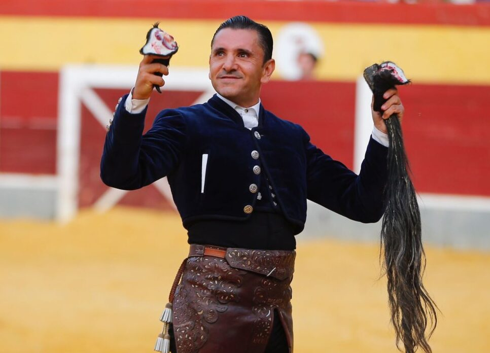 Ventura no cesa, a hombros con El Fandi y Daniel Crespo