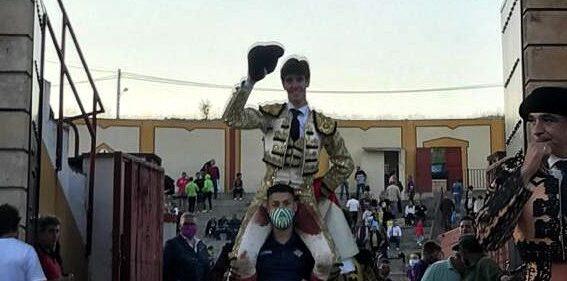 Imparable Esaú Fernández, a hombros en Jadraque
