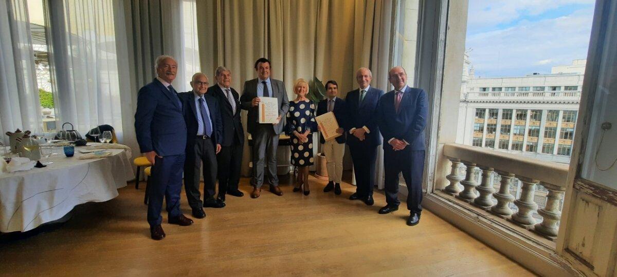 Nuestro compañero Paco Cañamero recoge el premio Doctor Zumel